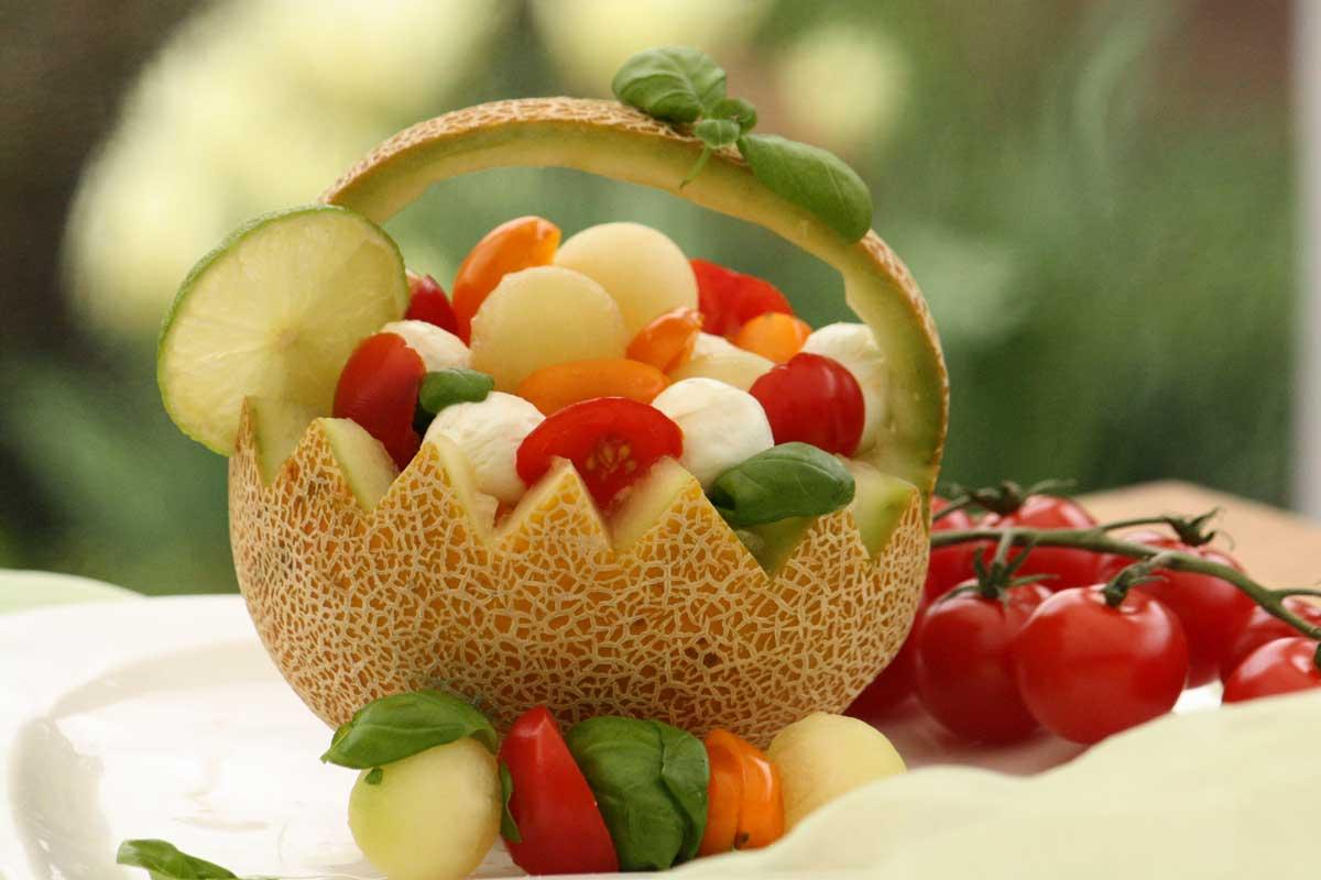 Melone Basilikum mit Tomaten und Mozarella