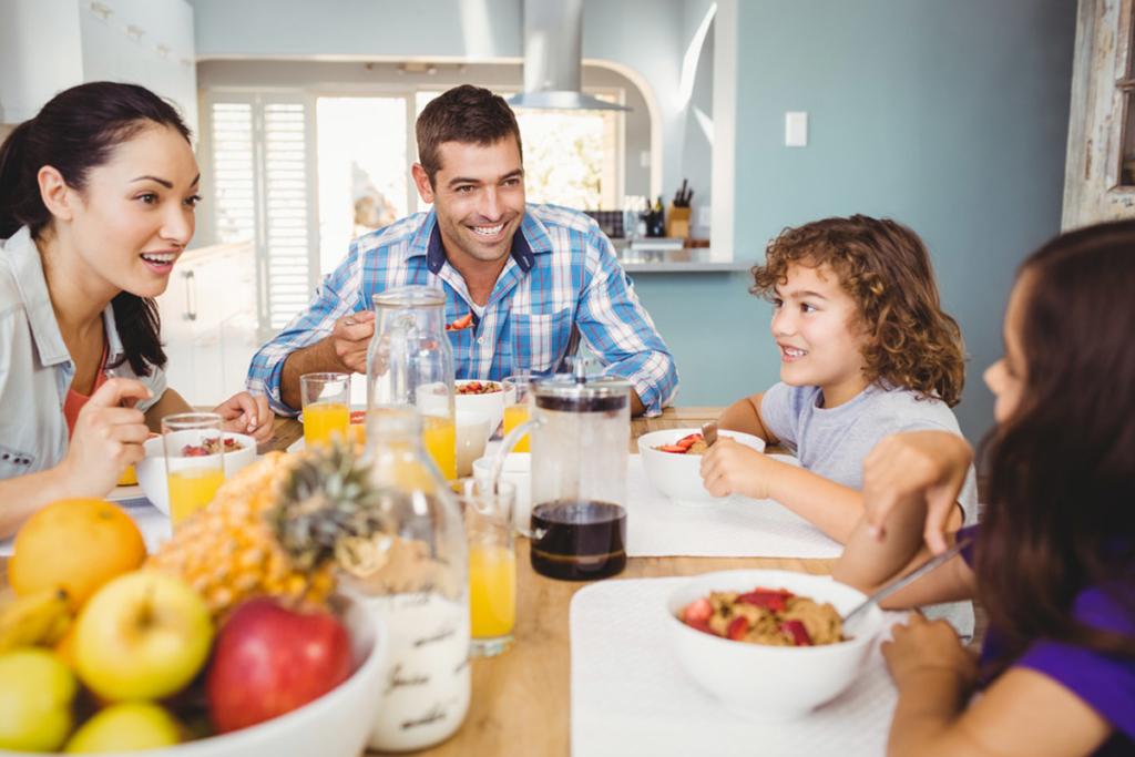 Zeit für das Frühstück, Gesundheit, gesunde Ernährung, Kind