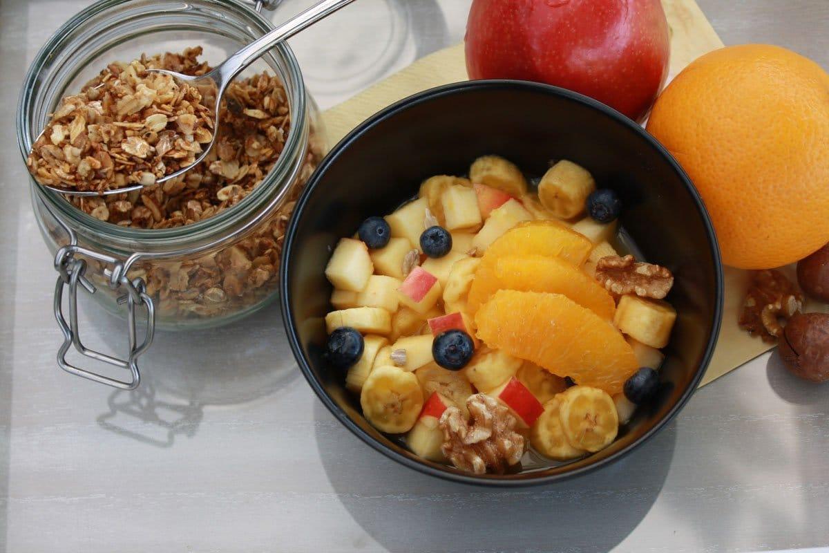 Basen Müsli mit Frucht und Granola